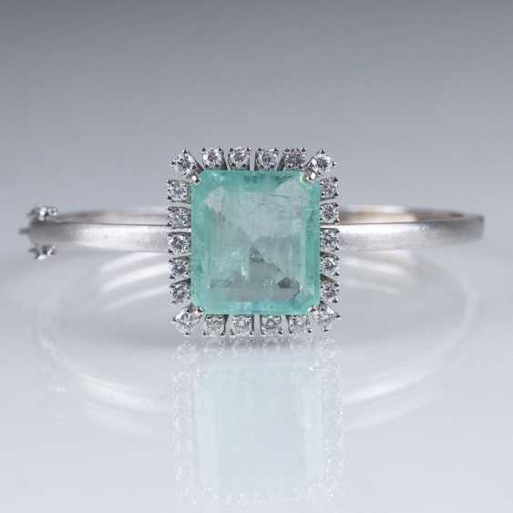 Vintage bangle bracelet with emerald and diamonds - photo 1
