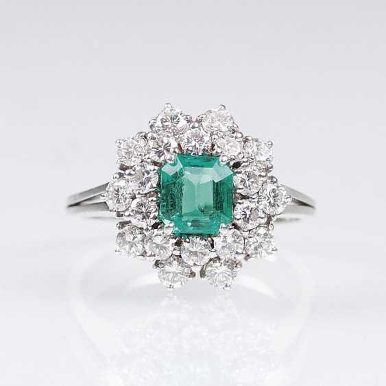 Fine Emerald And Diamond Ring - photo 1