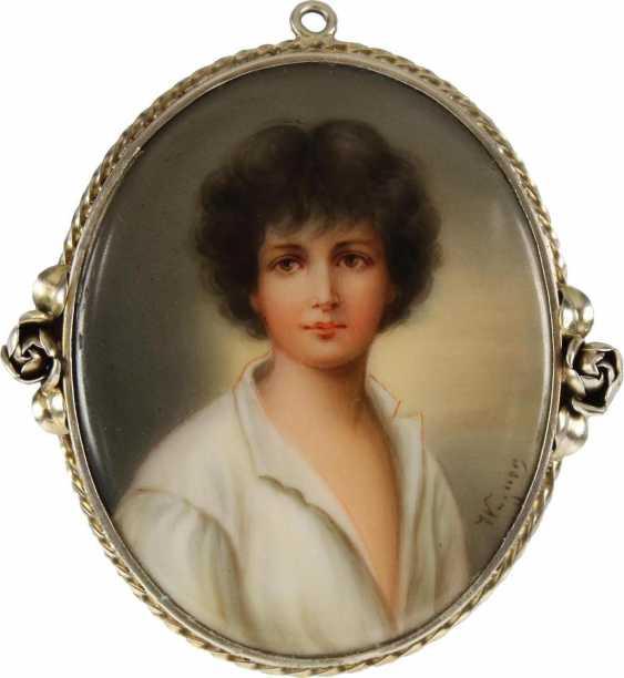 Portrait medallion - photo 1