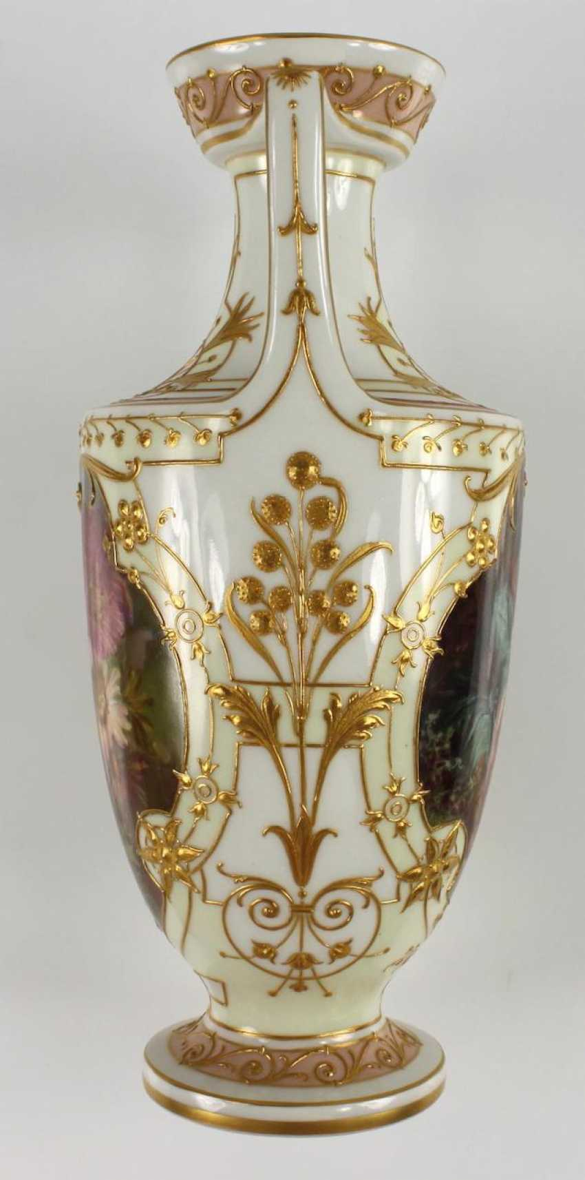 Small Ornamental Vase - photo 5