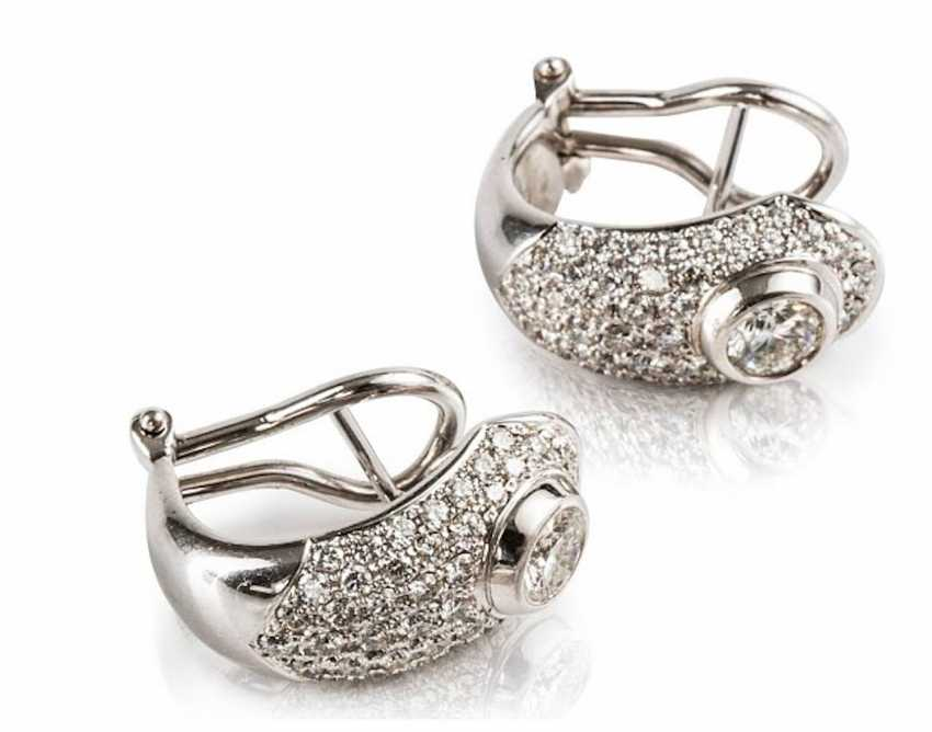 Pair of earrings with brilliants, - photo 1