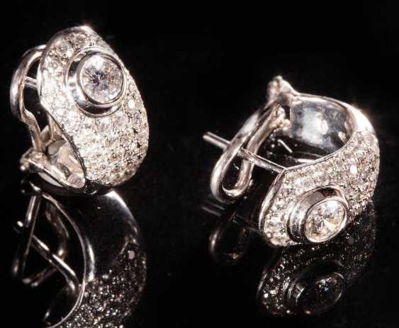 Pair of earrings with brilliants, - photo 2