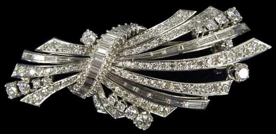 Elegant Diamond Brooch, - photo 1