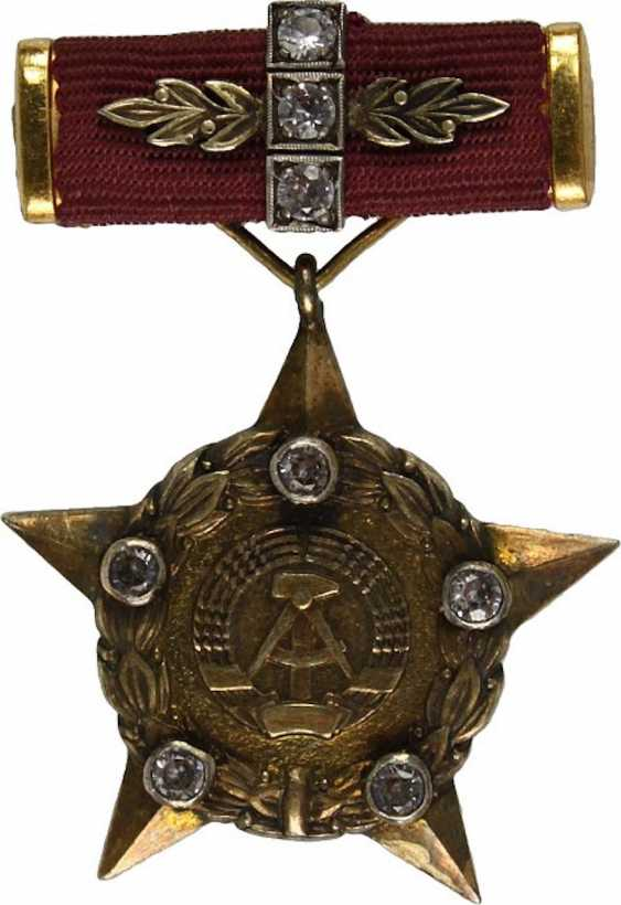 """Star of the honorary title """"Hero of the DDR"""", - photo 1"""