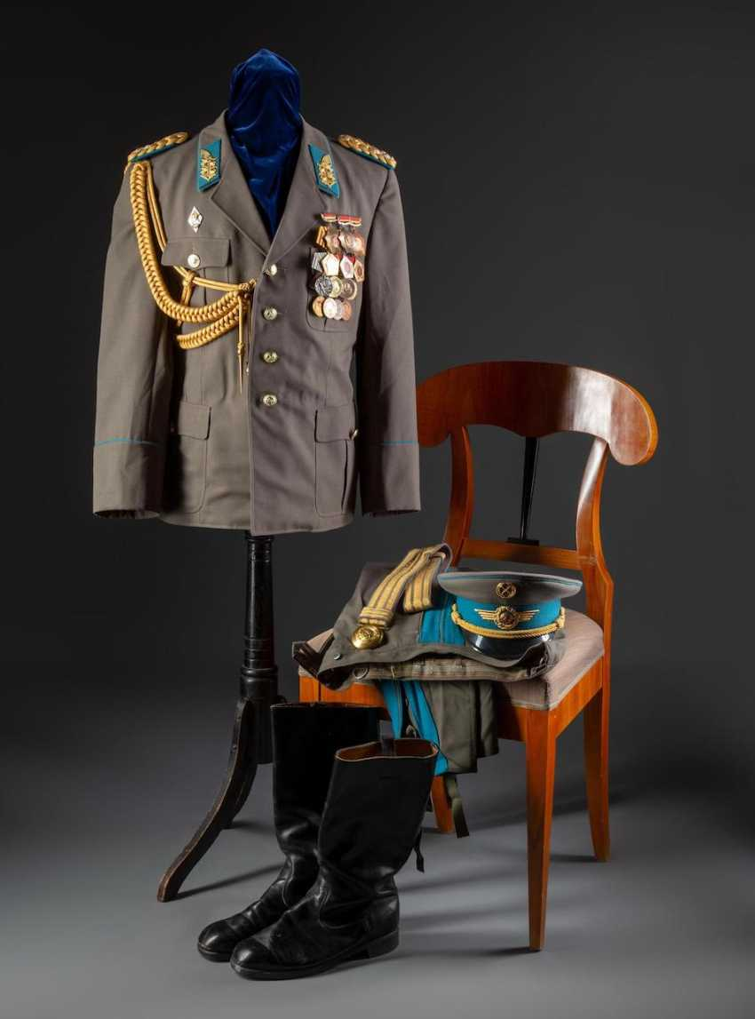 Uniform of a Lieutenant General - photo 1