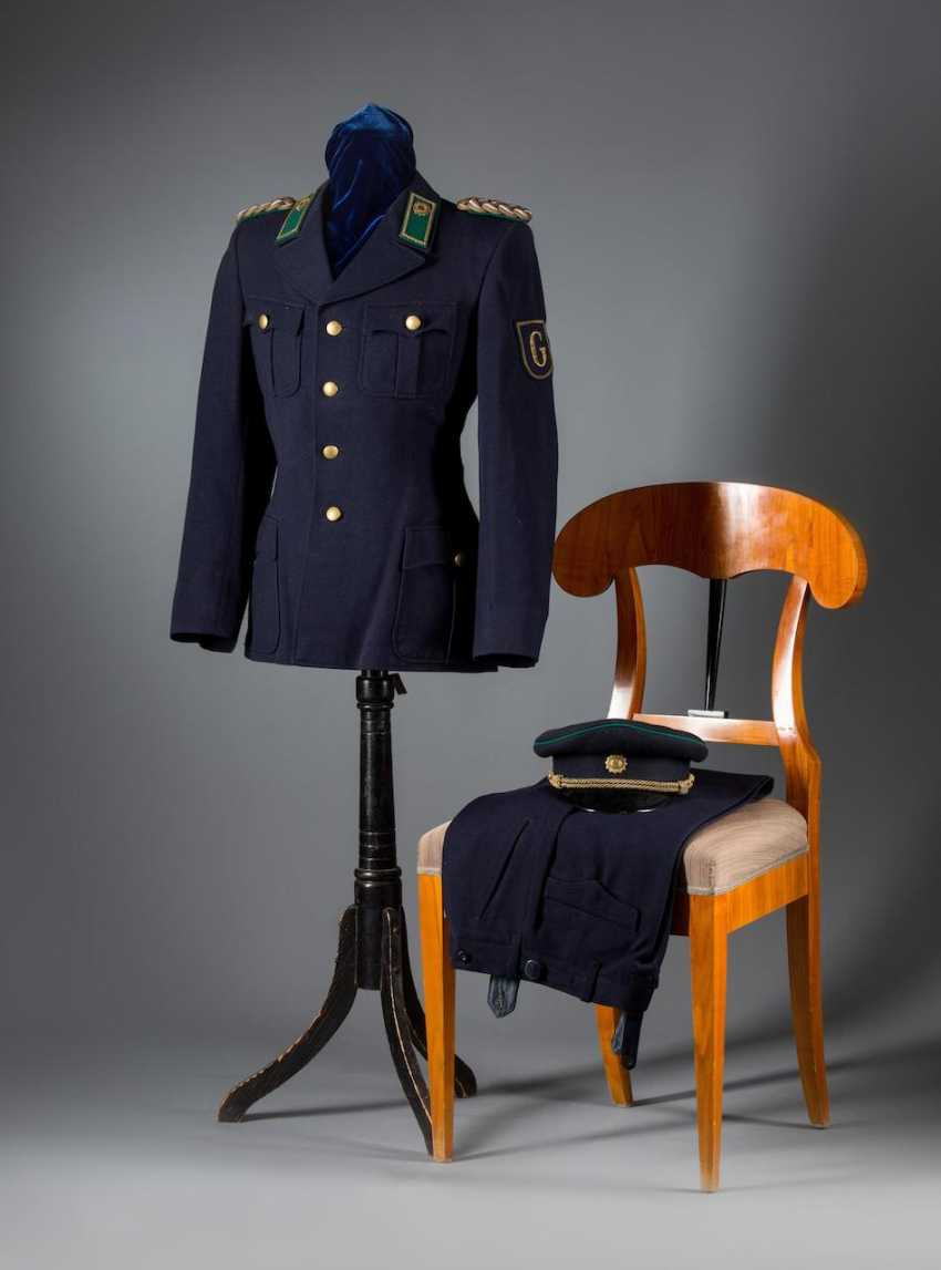 Service uniform - photo 1