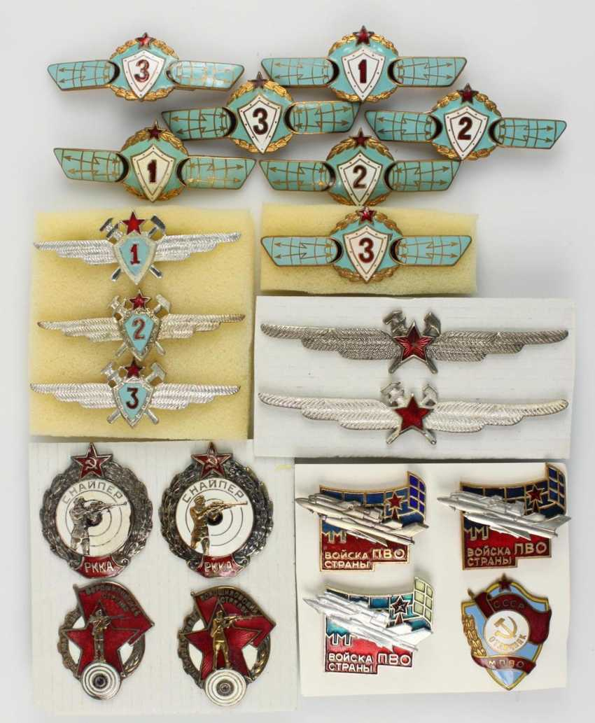 Mixed lot of 38 badges - photo 3