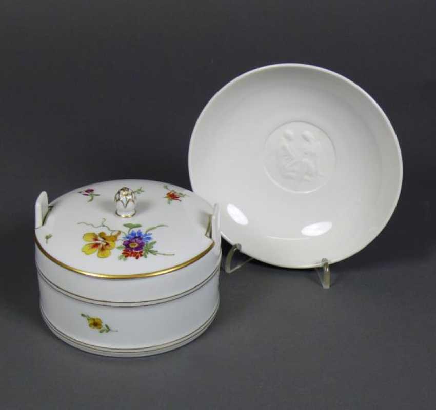 Lidded box and small dish - photo 1