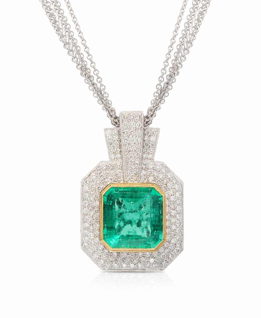 Emerald and diamond pendant with chain - photo 1
