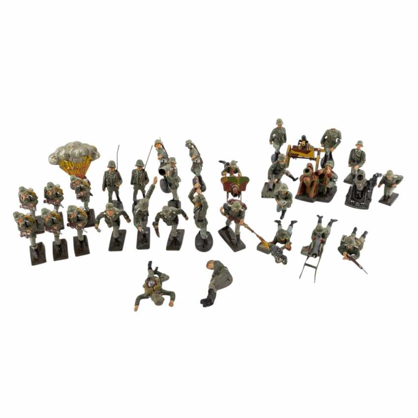 LINEOL/ELASTOLIN convolute of 29 soldiers and accessories, 2. World war, - photo 1