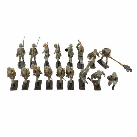 LINEOL/ELASTOLIN convolute of 29 soldiers and accessories, 2. World war, - photo 2