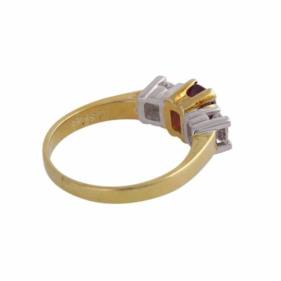 Ring with 1 ruby approx 1 ct, oval fac. and 2 brilliant-cut diamonds, approx 0.5 ct, - photo 3