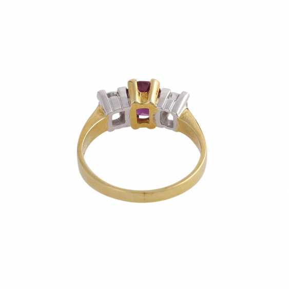 Ring with 1 ruby approx 1 ct, oval fac. and 2 brilliant-cut diamonds, approx 0.5 ct, - photo 4