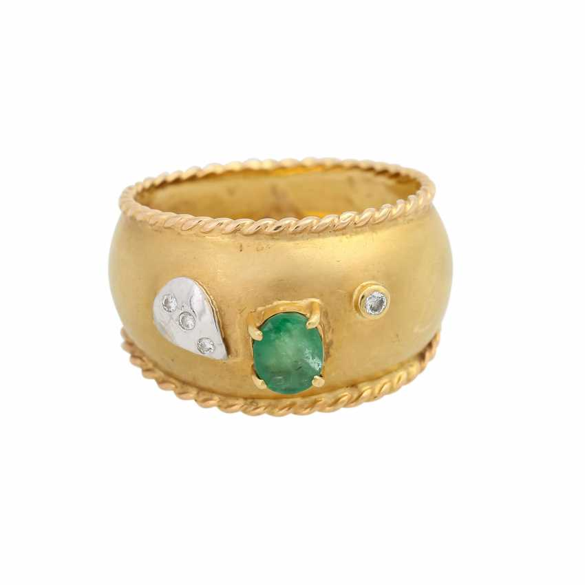 Ladies ring with 1 emerald approx 0,30 ct, and 4 brilliant-cut diamonds - photo 1