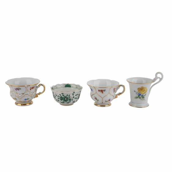 MEISSEN group of 7 mocha cups and saucers, 20. Century: - photo 3