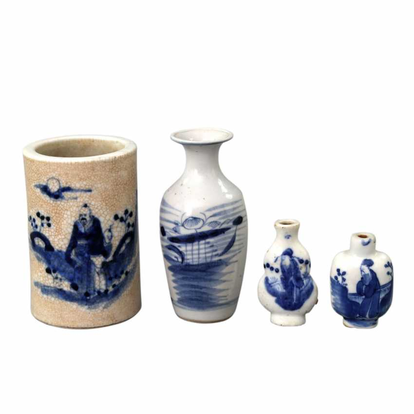 Group of 4 parts of blue-and-white porcelain. CHINA, around 1900 - photo 1