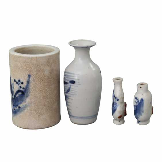 Group of 4 parts of blue-and-white porcelain. CHINA, around 1900 - photo 2