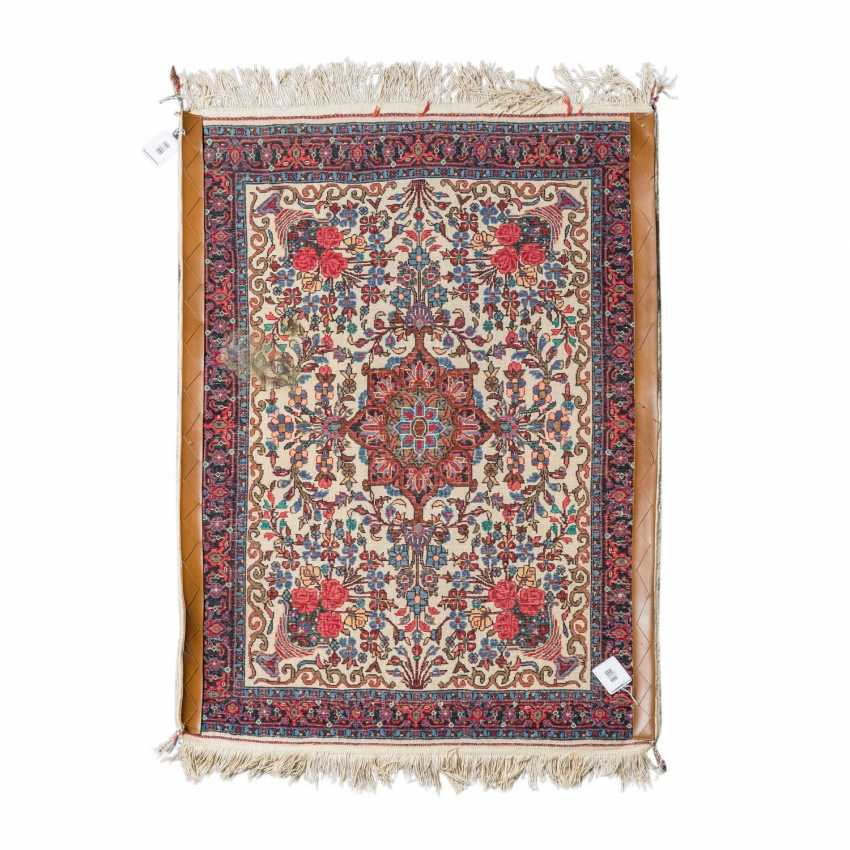 Orient carpet. IRAN, 20. Century, approx. 99x74 cm. - photo 2