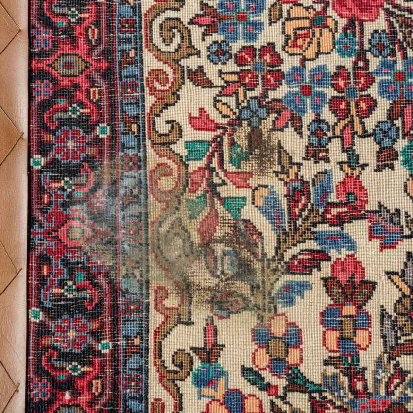 Orient carpet. IRAN, 20. Century, approx. 99x74 cm. - photo 3