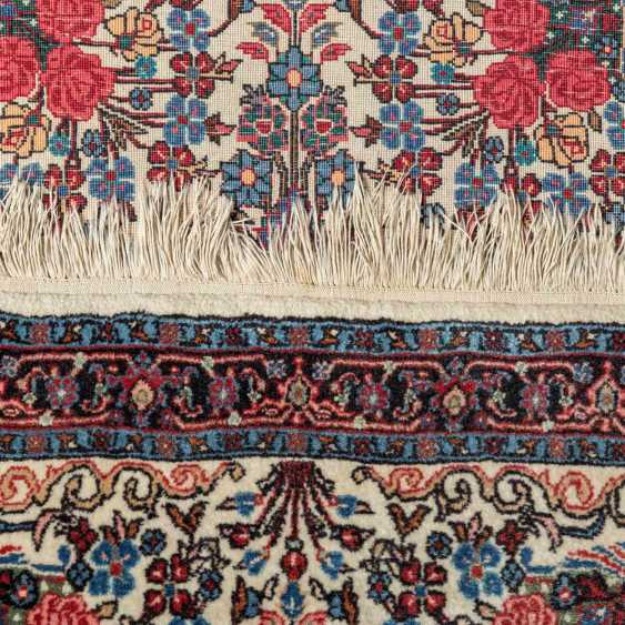 Orient carpet. IRAN, 20. Century, approx. 99x74 cm. - photo 4