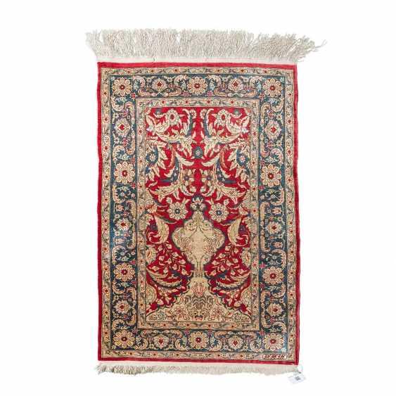 Oriental rug made of silk. HEREKE, 20. Century, approx. 87x58 cm. - photo 1