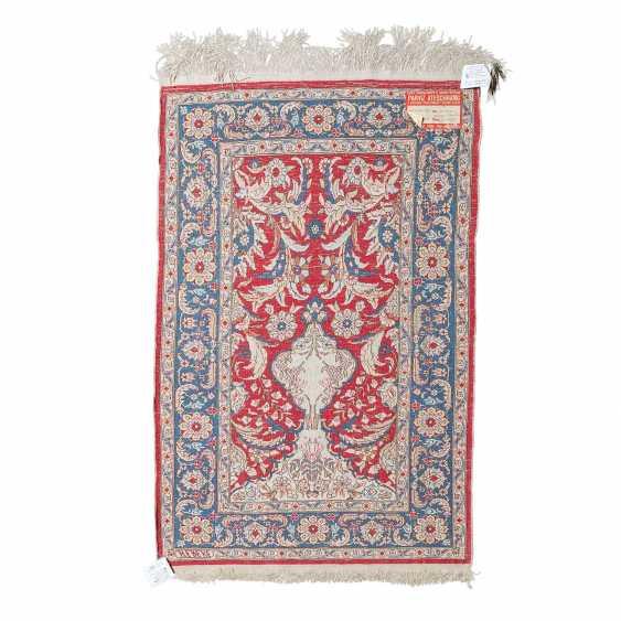 Oriental rug made of silk. HEREKE, 20. Century, approx. 87x58 cm. - photo 2