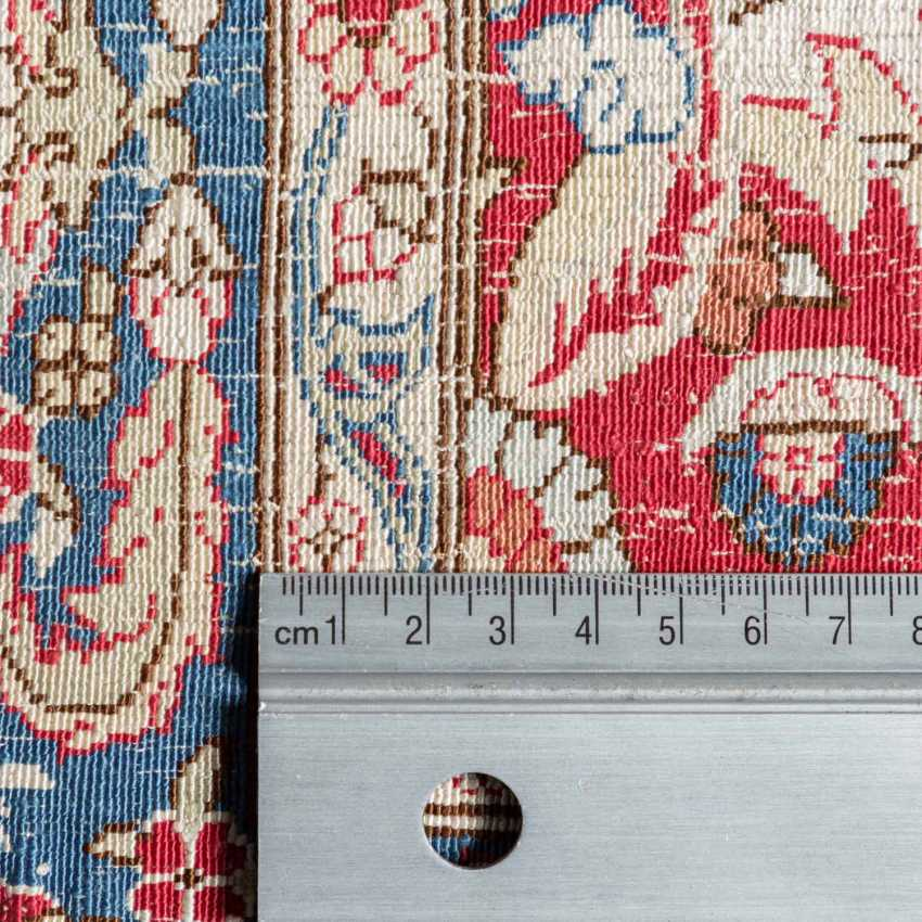 Oriental rug made of silk. HEREKE, 20. Century, approx. 87x58 cm. - photo 4
