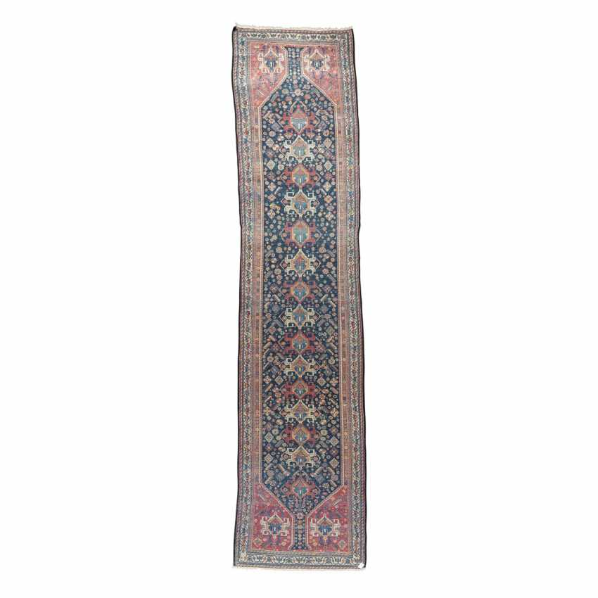 Orient carpet. GASHGAI/PERSIA, around 1900, approx. 492x111 cm. - photo 2