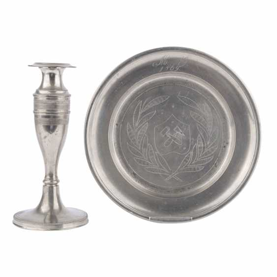 2 glass jars with tin lid cap, with pewter plates and candlesticks, - photo 2