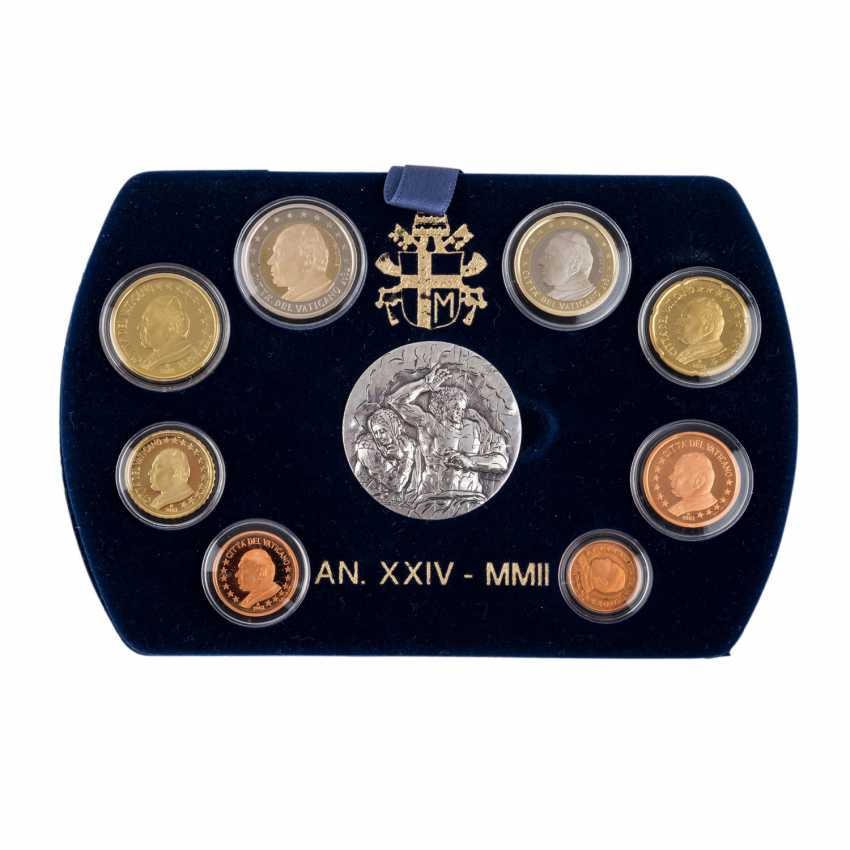 Vatican - KMS in 2002, the silver medal, only 9,000 circulation, - photo 2