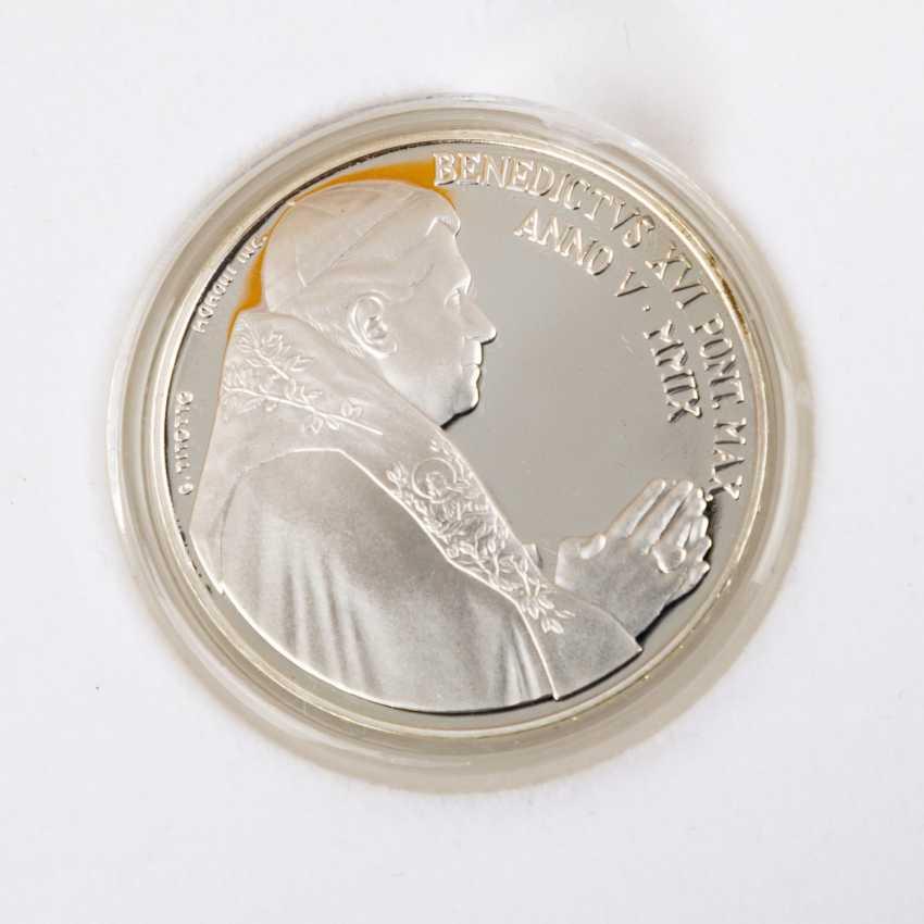 Vatican City - In 2009, 5 + 10 Euro, - photo 2