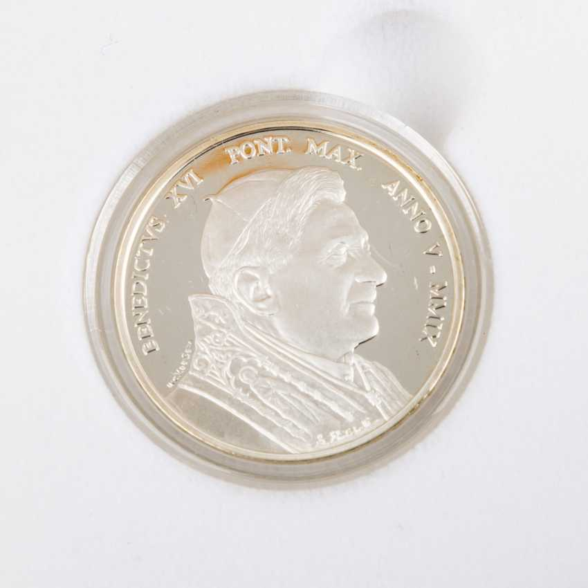 Vatican City - In 2009, 5 + 10 Euro, - photo 3