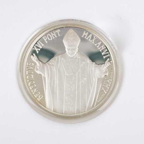 Vatican City - In 2010, 5 + 10 Euro, - photo 2