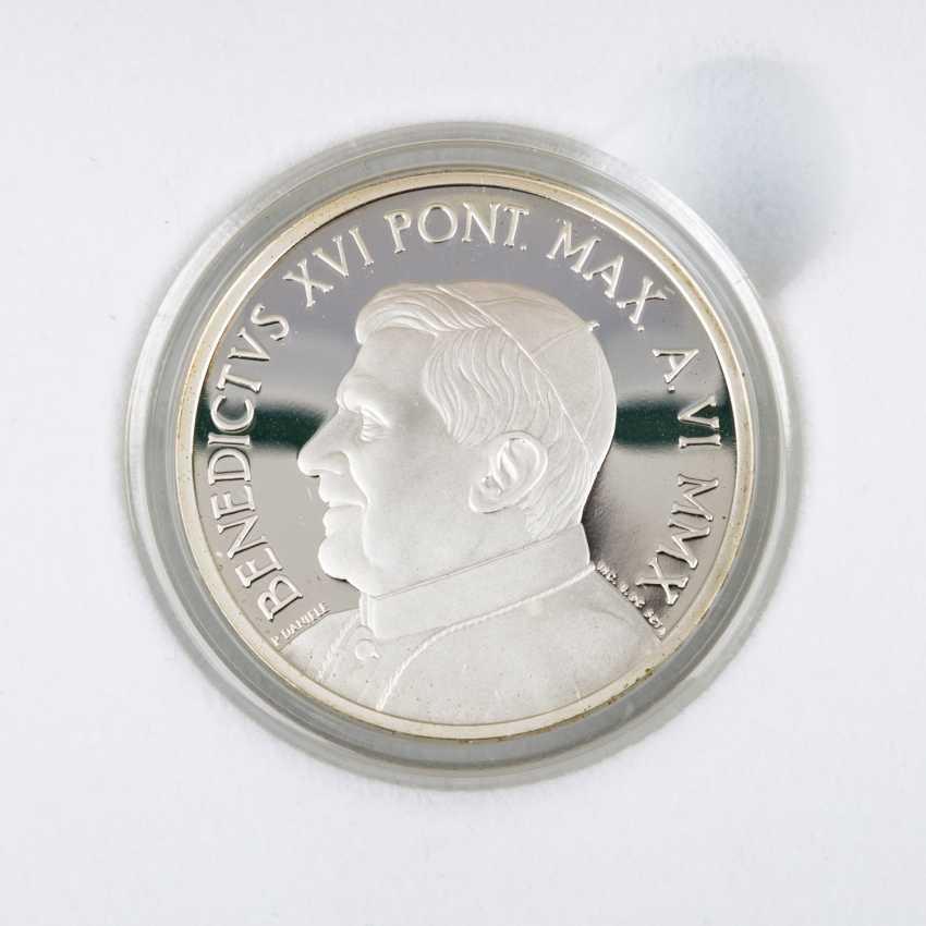 Vatican City - In 2010, 5 + 10 Euro, - photo 3