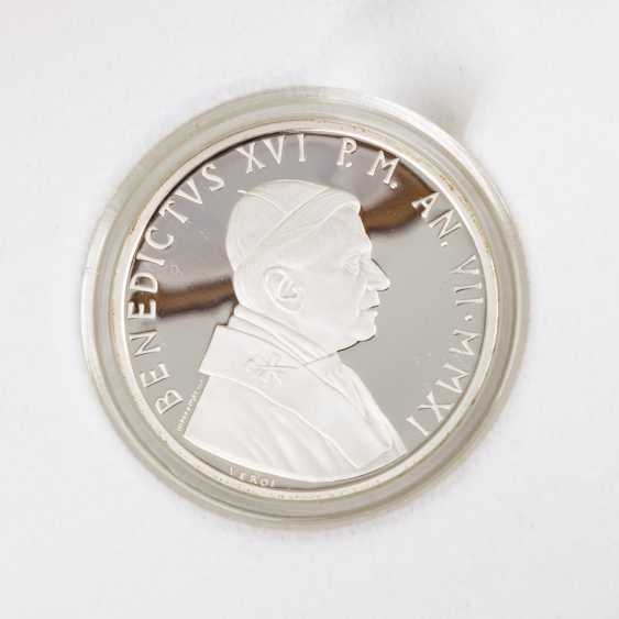 Vatican - 2011, 5 + 10 Euro, Pope Benedict, - photo 2