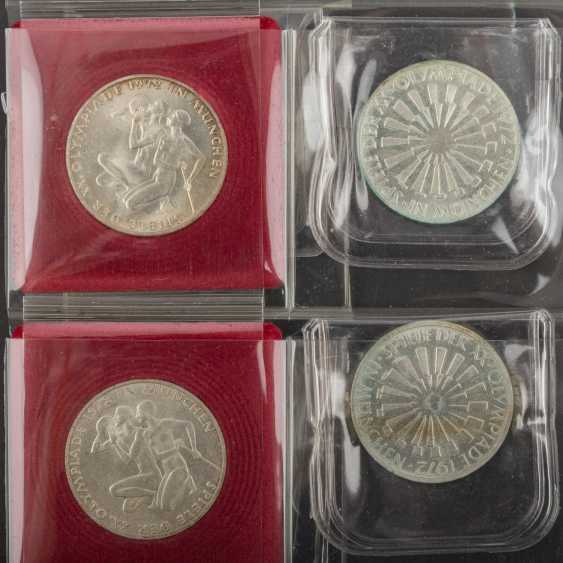 2 albums with coins and medals - photo 4