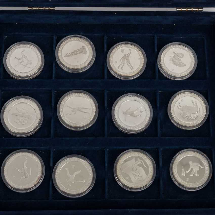 2 boxes with Olympic games, among other things, China 4 x 10 Yuan - photo 5