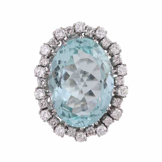 Ring with brilliant-cut diamonds and a large aquamarine - photo 1