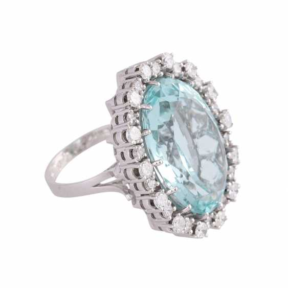 Ring with brilliant-cut diamonds and a large aquamarine - photo 2