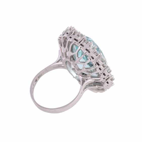 Ring with brilliant-cut diamonds and a large aquamarine - photo 3