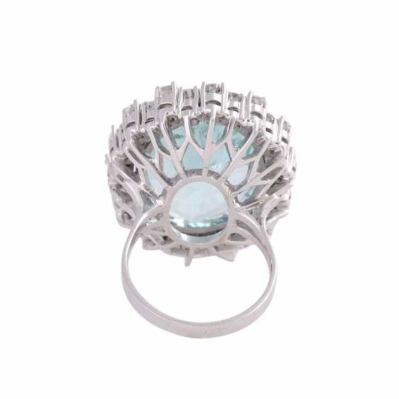 Ring with brilliant-cut diamonds and a large aquamarine - photo 4