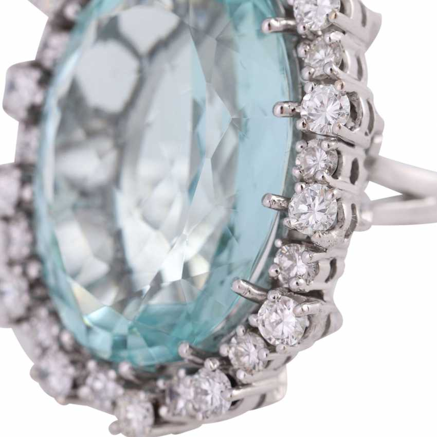 Ring with brilliant-cut diamonds and a large aquamarine - photo 5