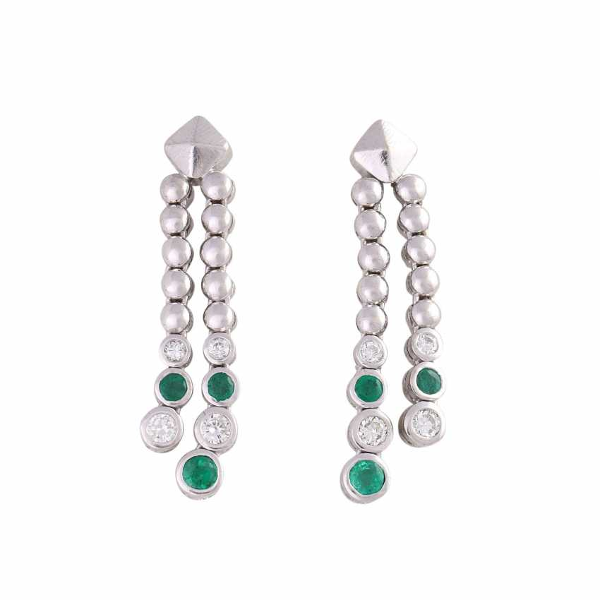 Pair of earrings with emeralds and brilliant-cut diamonds - photo 1