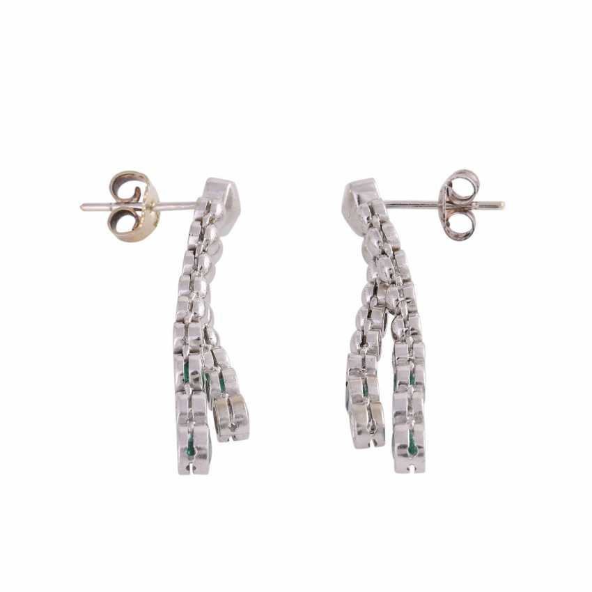 Pair of earrings with emeralds and brilliant-cut diamonds - photo 2