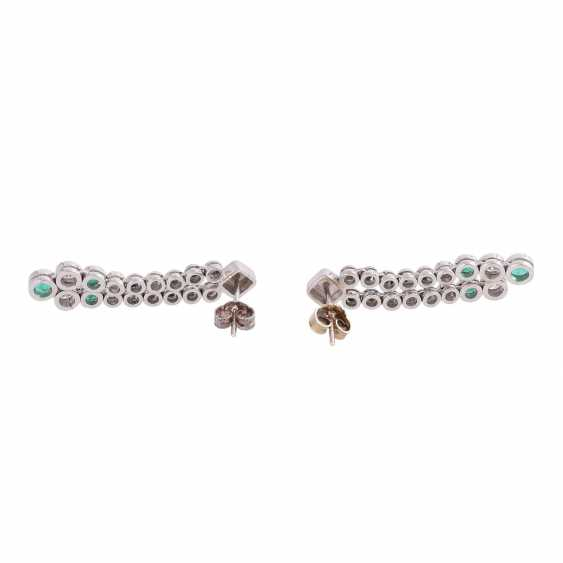 Pair of earrings with emeralds and brilliant-cut diamonds - photo 4