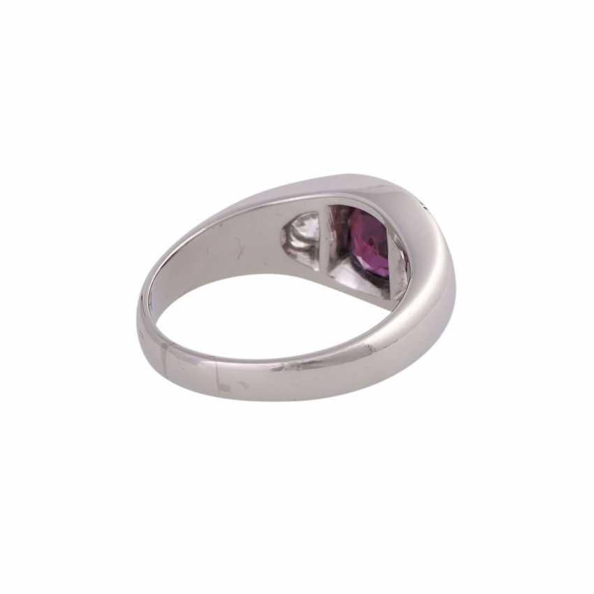 Band ring with 1 ruby and 2 diamonds - photo 3