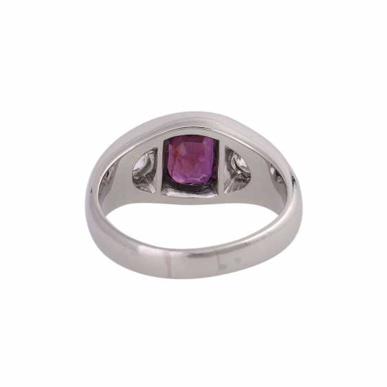 Band ring with 1 ruby and 2 diamonds - photo 4