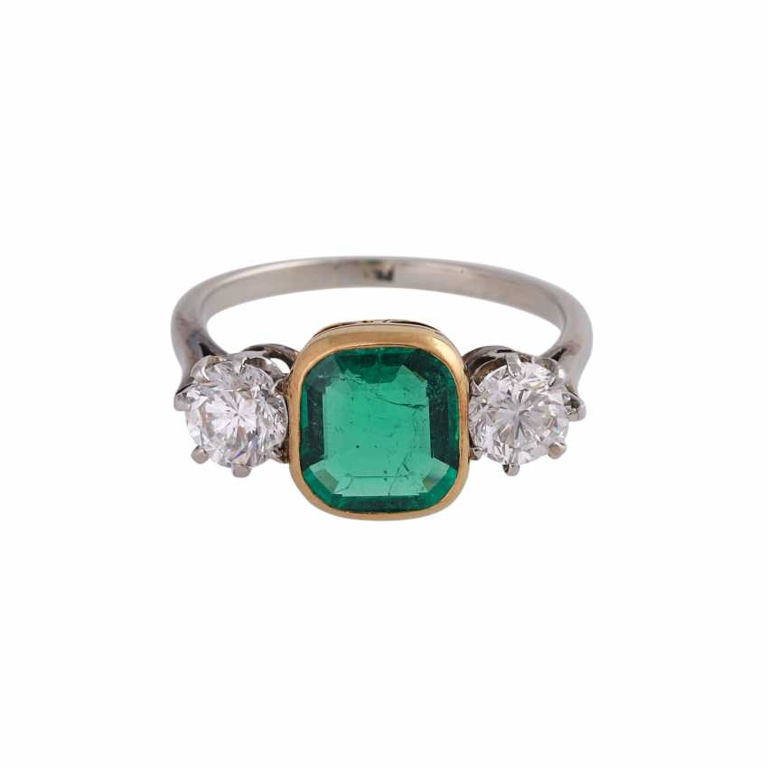 Emerald ring approx 1.2 ct with 2 brilliant-cut diamonds - photo 1