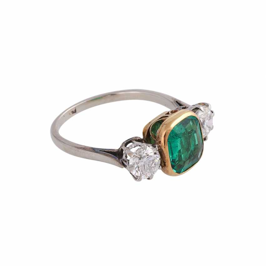 Emerald ring approx 1.2 ct with 2 brilliant-cut diamonds - photo 2
