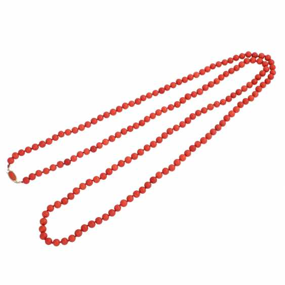 Long necklace made of Coral beads, D: approx. 8 mm, - photo 3